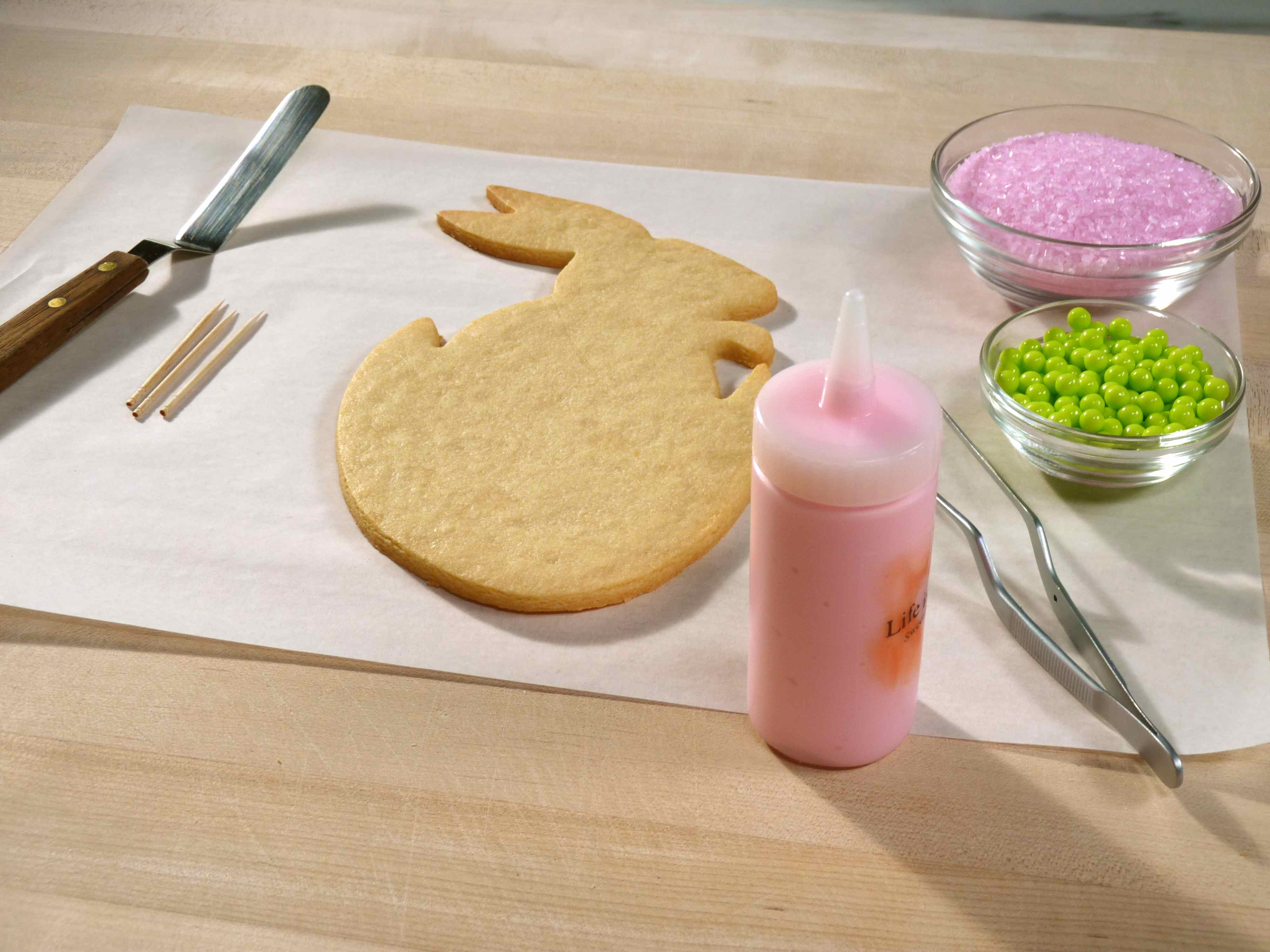 Hatching bunny cookie icing setup