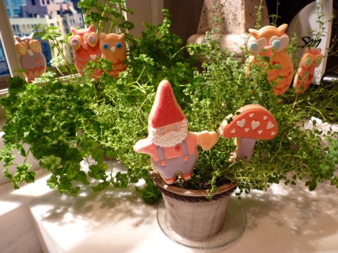 SDB-custom-Gnome-and-mushroom-cookie