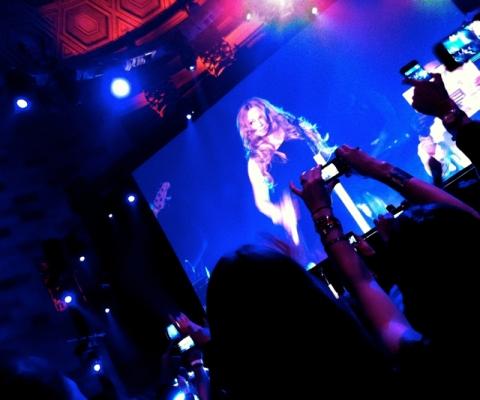 Mariah-strike-pose