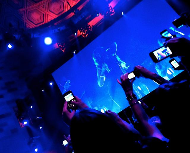 Mariah-take-stage